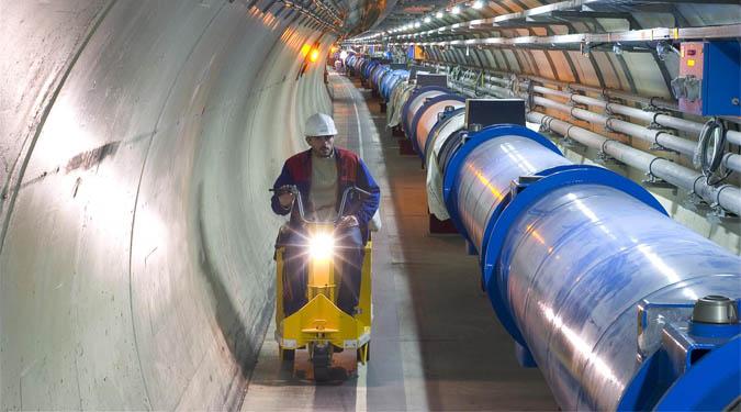 Wnętrze tunelu największego akceleratora cząstek elementarnych