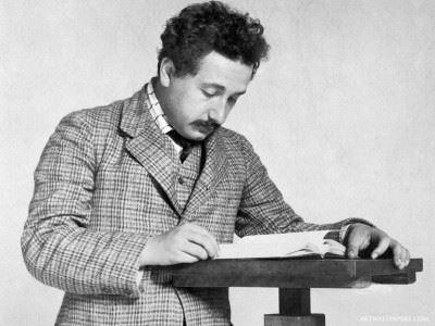 Architekt nowej fizyki cz.1: Einstein ipodejrzany czas