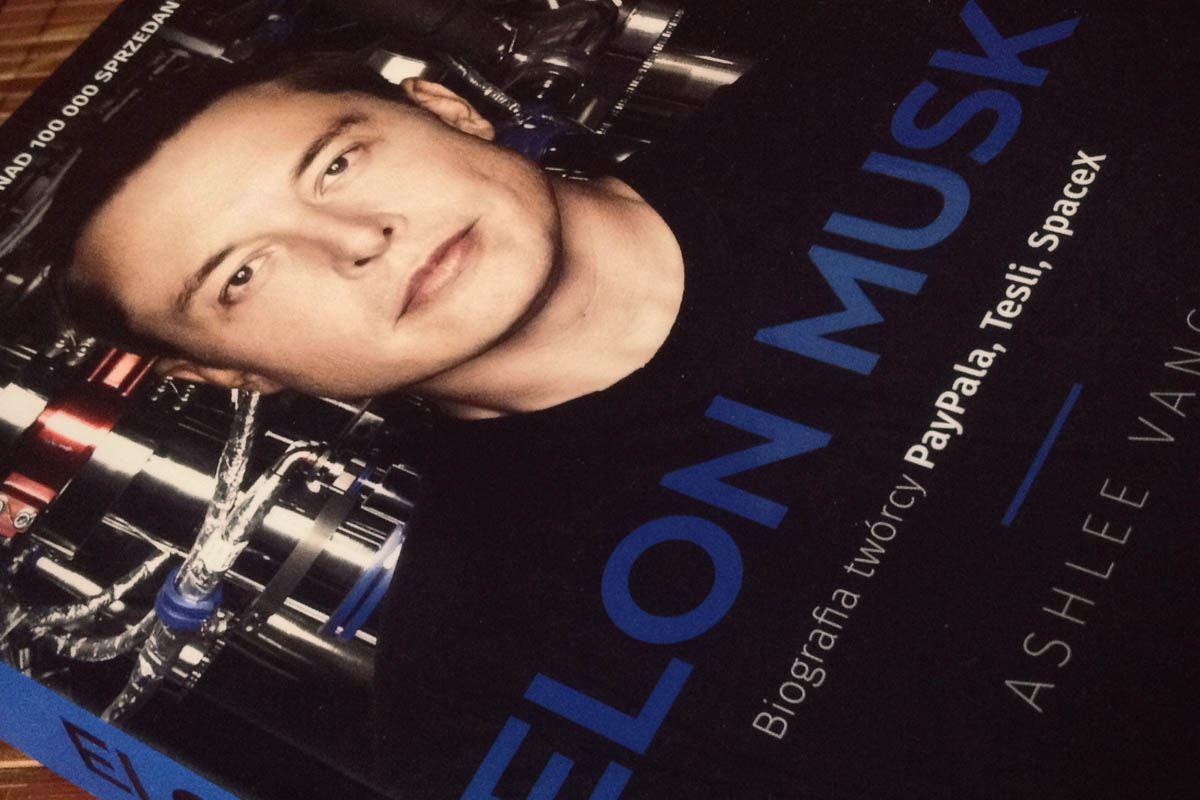 """""""Czy masz mnie za szaleńca?"""" – recenzja biografii Elona Muska"""
