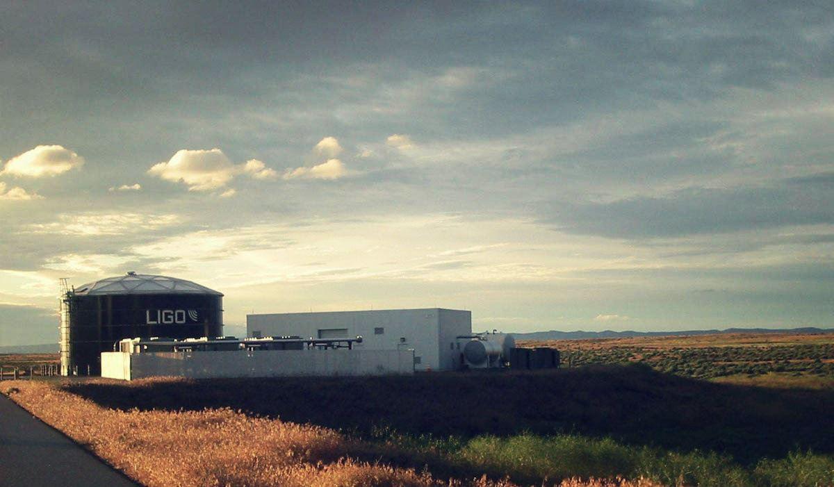 LIGO-Virgo i fale grawitacyjne – rozmowa z Adamem Kutynią