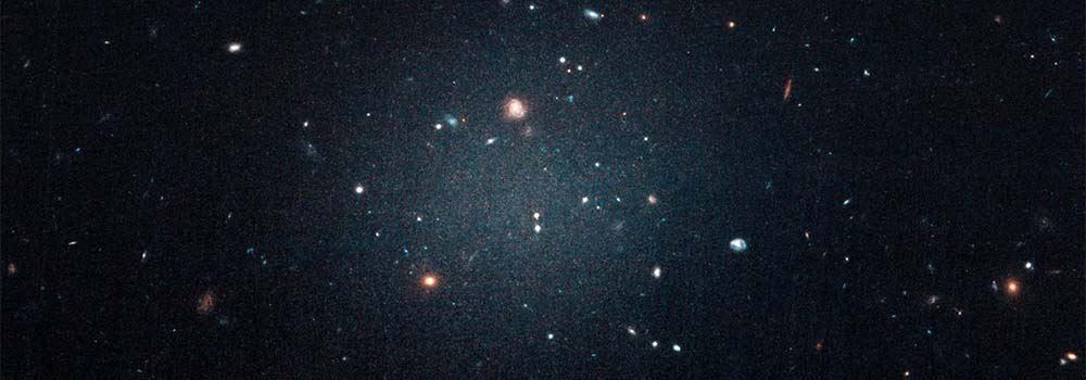 Galaktyka NGC 1052-DF2 bezciemnej materii