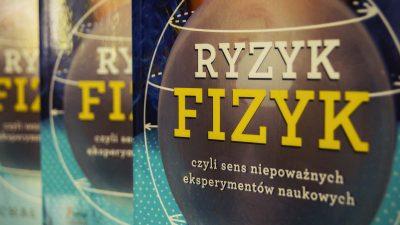 """Fizyka owadów, sikania i piwa – recenzja """"Ryzyk fizyk"""""""