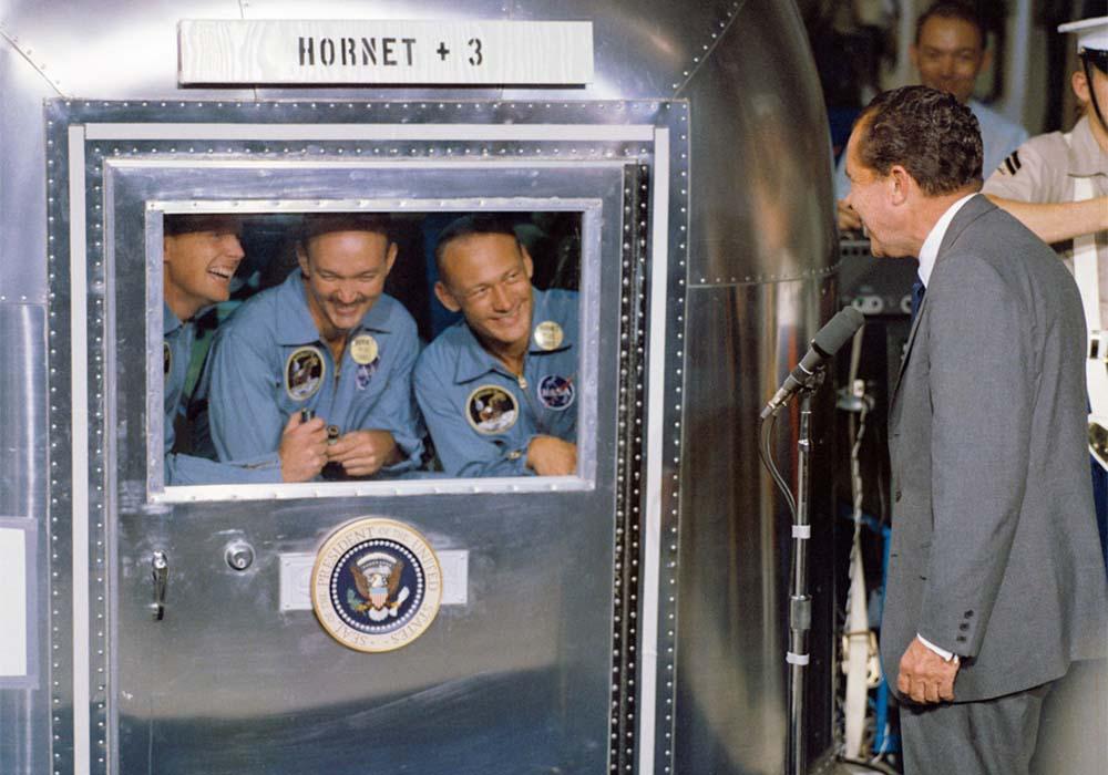 Astronauci z misji Apollo 11 po powrocie z Księżyca musieli przejść kwarantannę