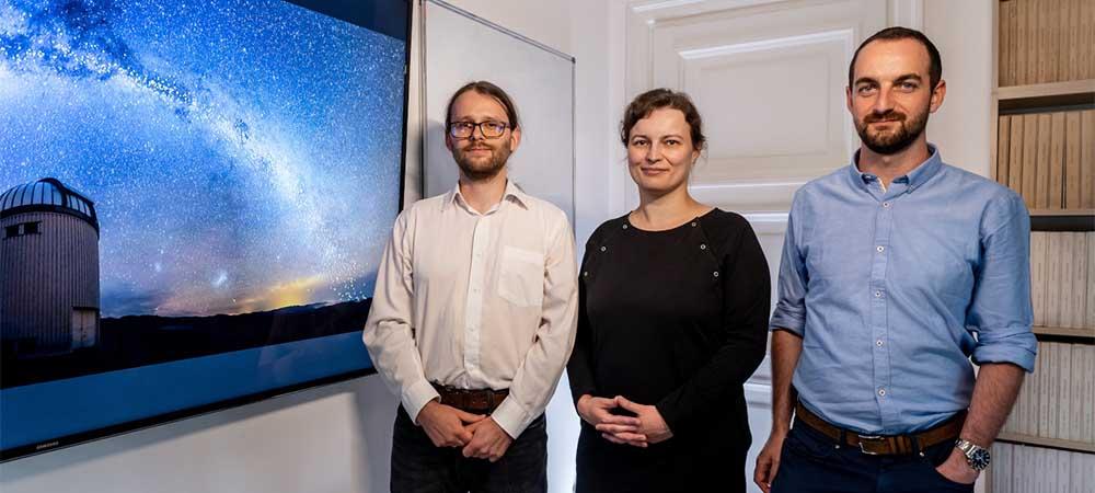Uczestnicy projektu OGLE: Jan Skowron, Dorota Skowron i Przemysław Mróz.