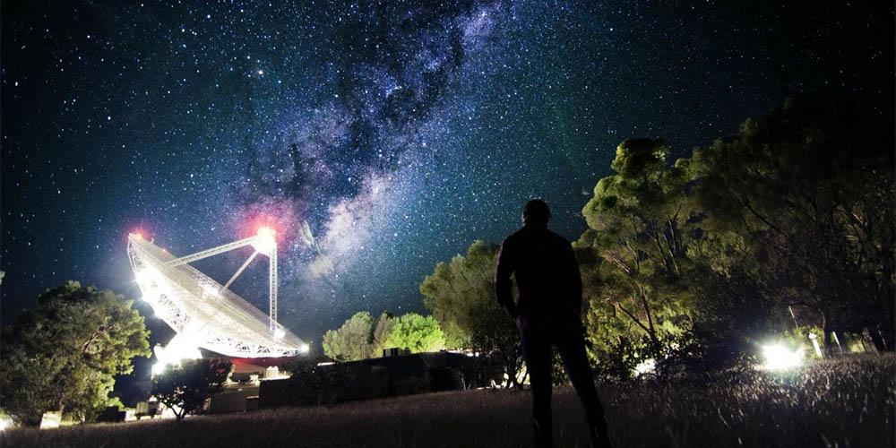 64-metrowy radioteleskop wParkes wAustralii.
