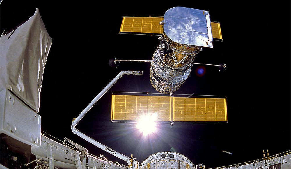 Misja STS-31 iwyniesienie naorbitę Teleskopu Hubble'a.