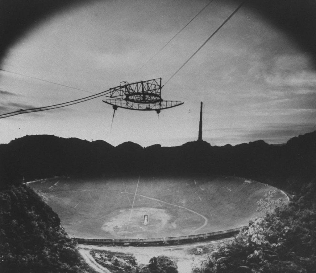 Radioteleskop Arecibo niedługo po wybudowaniu