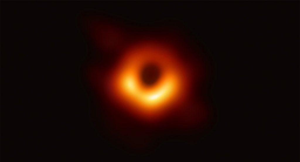 Zdjęcie czarnej dziury w galaktyce M87.