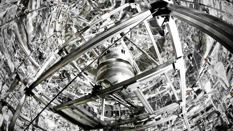 Wnyki na niewidzialne cząstki – o detektorach ciemnej materii